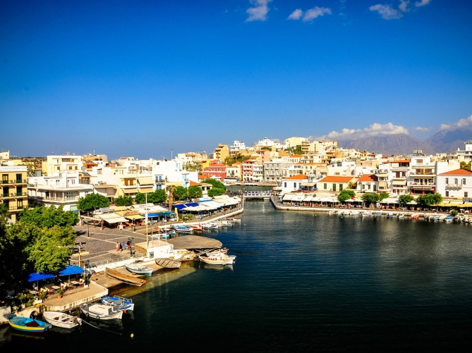 Taxi transfer from Heraklion airport / port to Agios Nikolaos