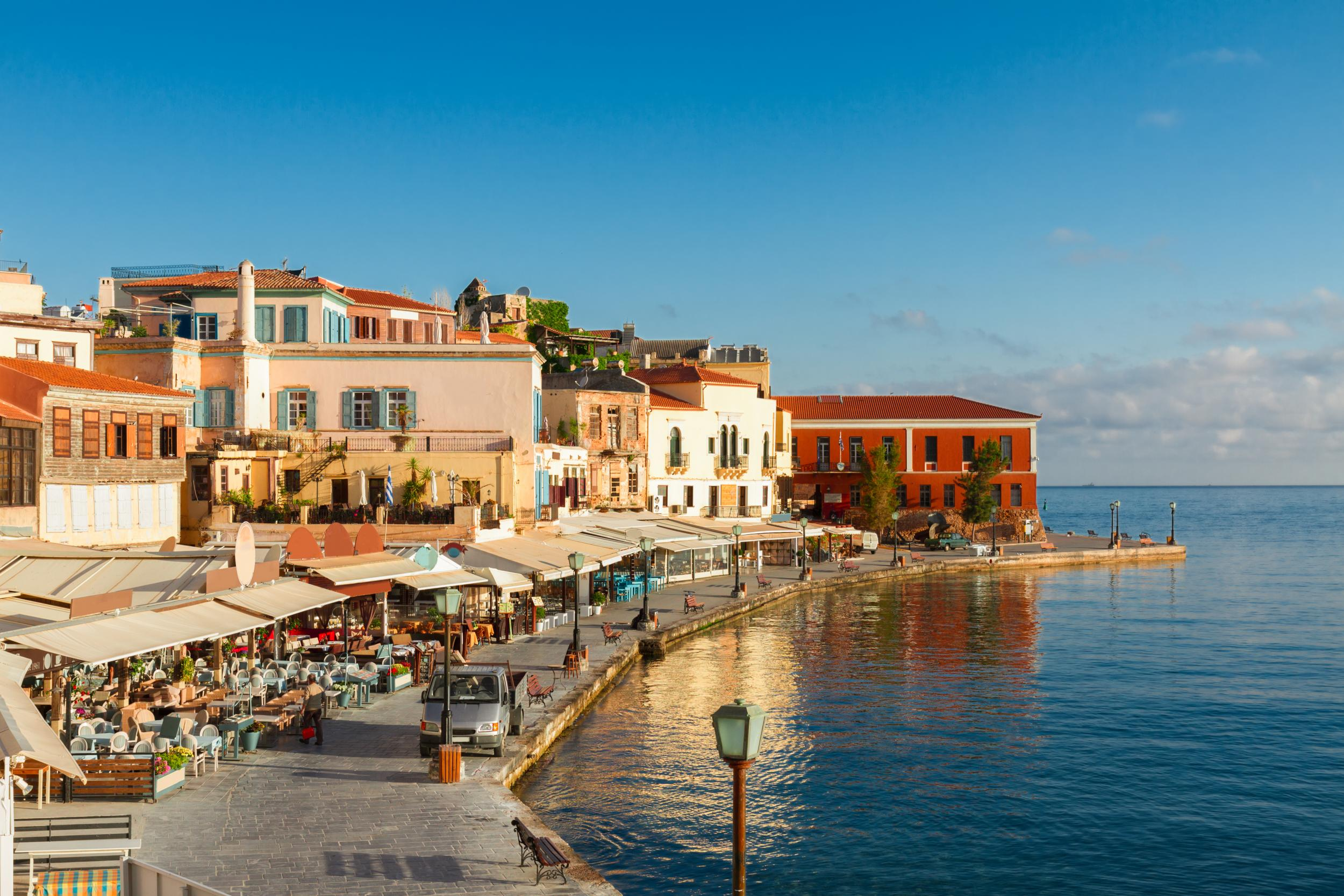 Taxi transfer from Heraklion airport / port to Chania Town